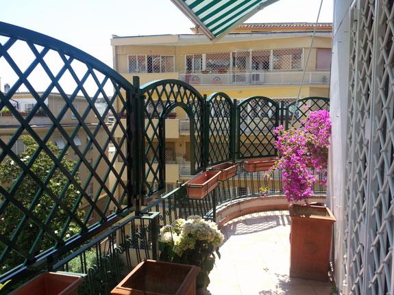 Grigliati e frangisole in alluminio alfa for Mobili per terrazzi e giardini