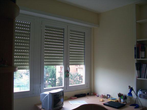 Fotografia di una Finestra in alluminio verniciato bianco (9010) a taglio termico MAR 60 TT.