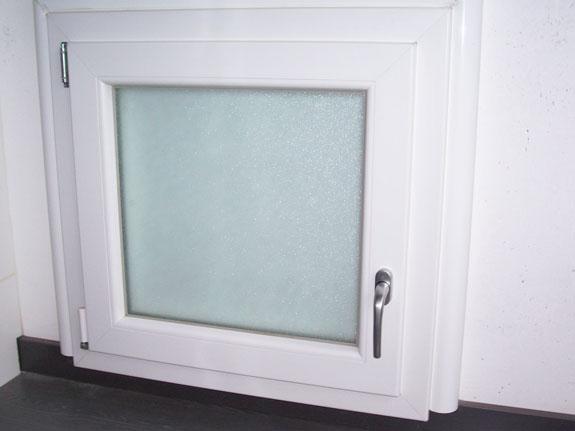 Fotografia di una Finestra in PVC Schuco bianco in pasta.