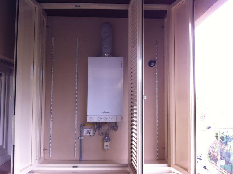 Armadietto caldaia del gas idee per la casa - Copertura lavatrice da esterno ...