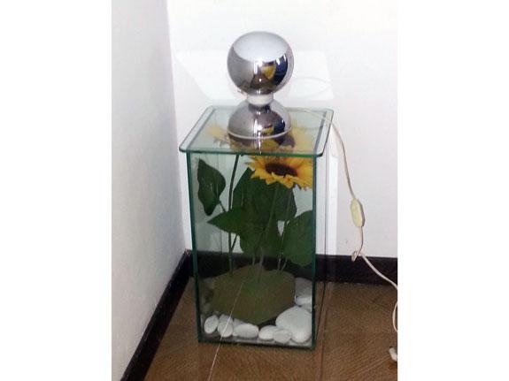 Fotografia di un Comodino in cristallo