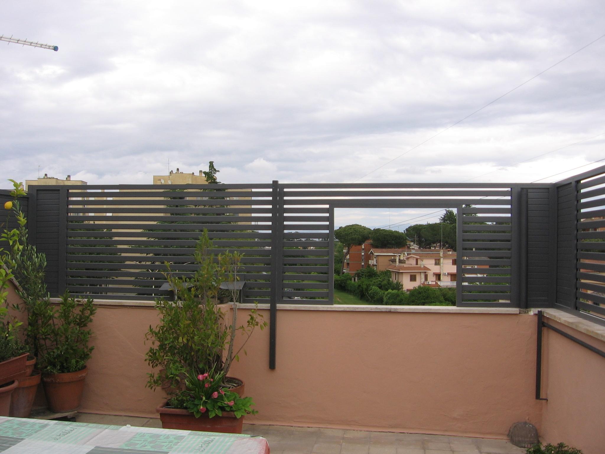 Divisori In Plastica Per Terrazzi grigliati e frangisole in alluminio – alfa