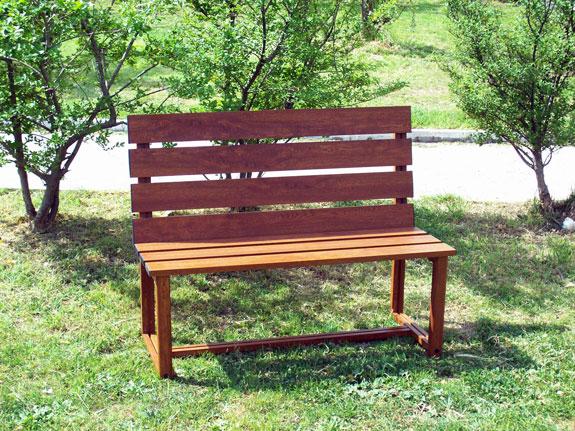 Fotografia di una Panchina in alluminio effetto legno noce Francia (PKA16) realizzabile su misura.