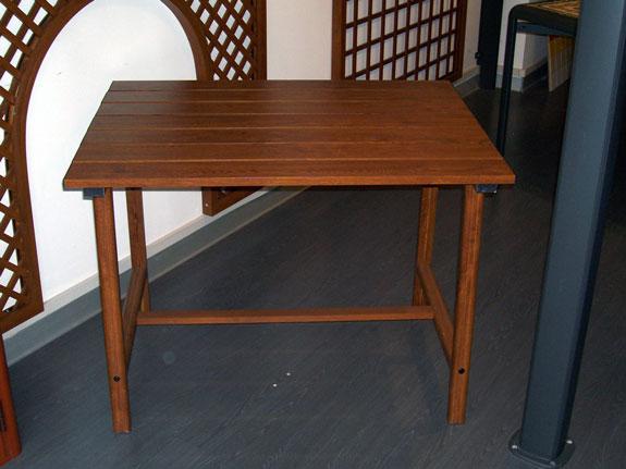 Fotografia di un Tavolo a doghe di alluminio effetto legno noce Francia (PKA16)